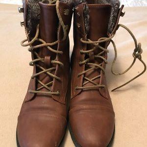 Steve Madden combat style boot